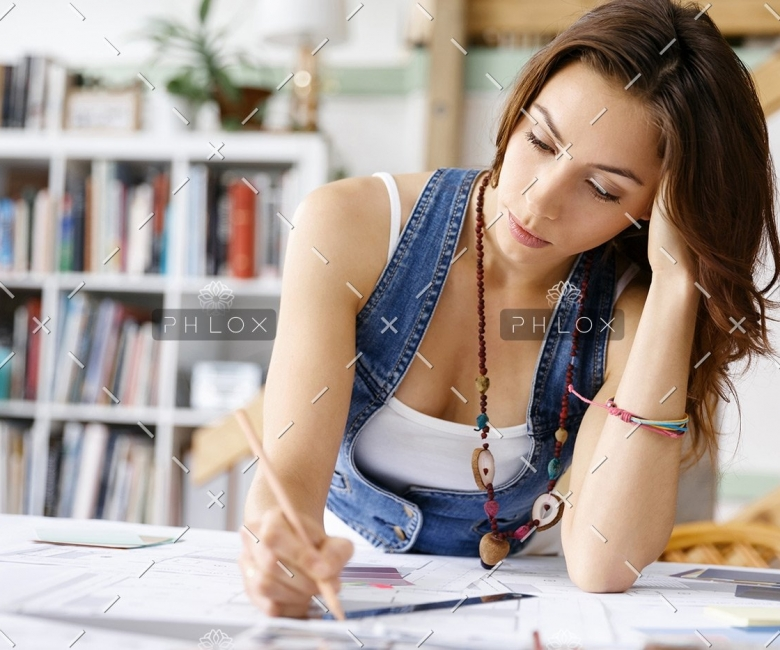 young-pretty-woman-at-her-desk-PDDLFRL